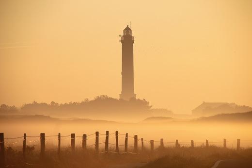 Nebel Dünen Leuchtturm Norderney morgens