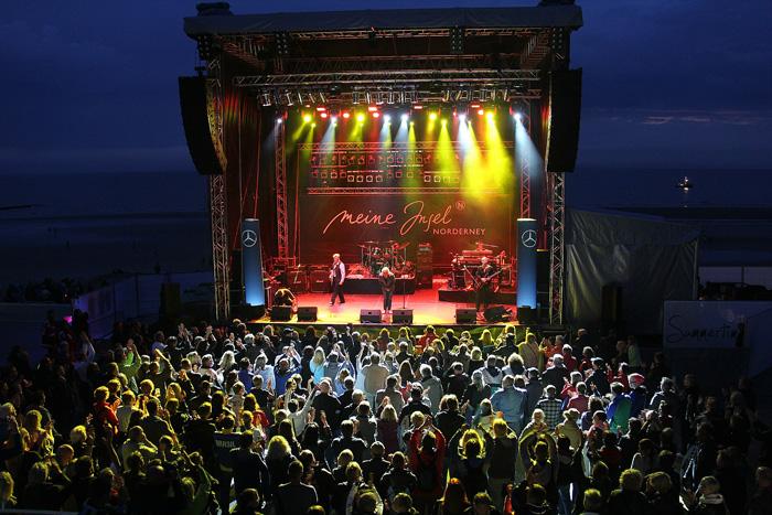Bühne am Strand