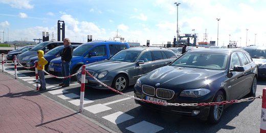 Norddeich Norderney auf die Fähre Warten