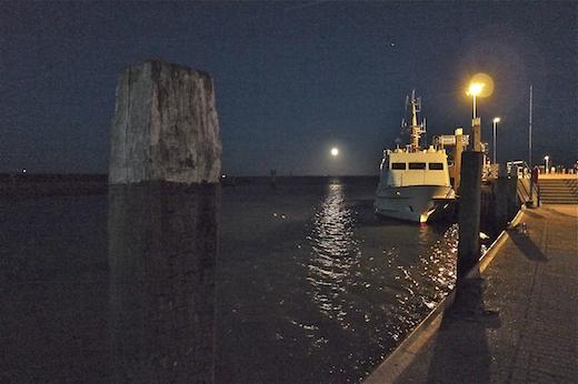 Mond am Hafen Norderney