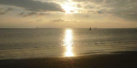 Norderney Sonnenuntergang suedlich von Juist
