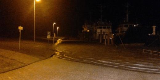 Flut am Fährhafen Norddeich