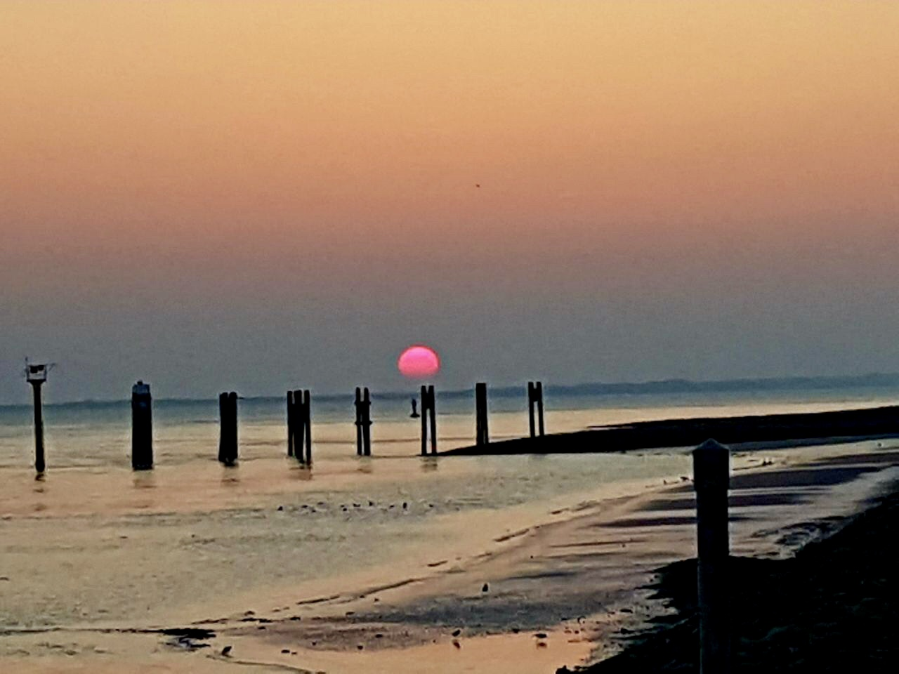 Herbsthimmel und Sonnenuntergang vor der Rückfahrt nach Norddeich. 2018