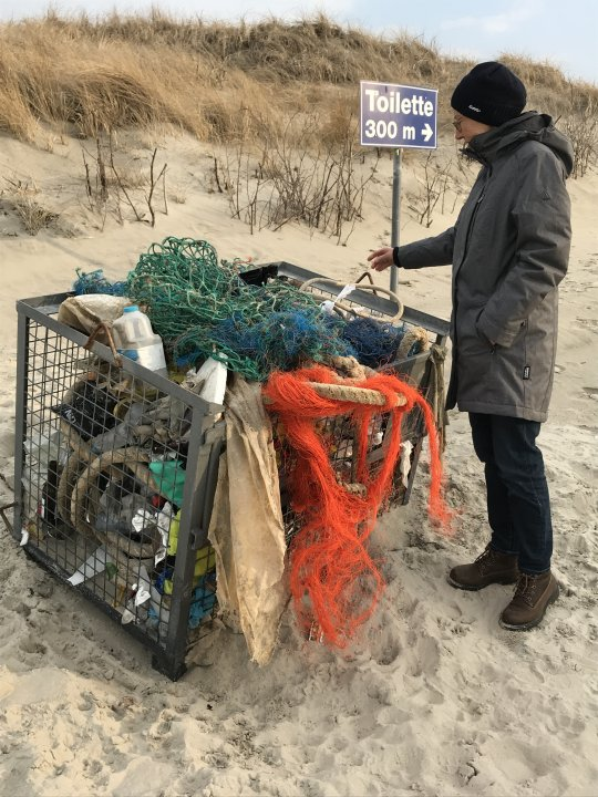 Plastikmüll sammeln Strand