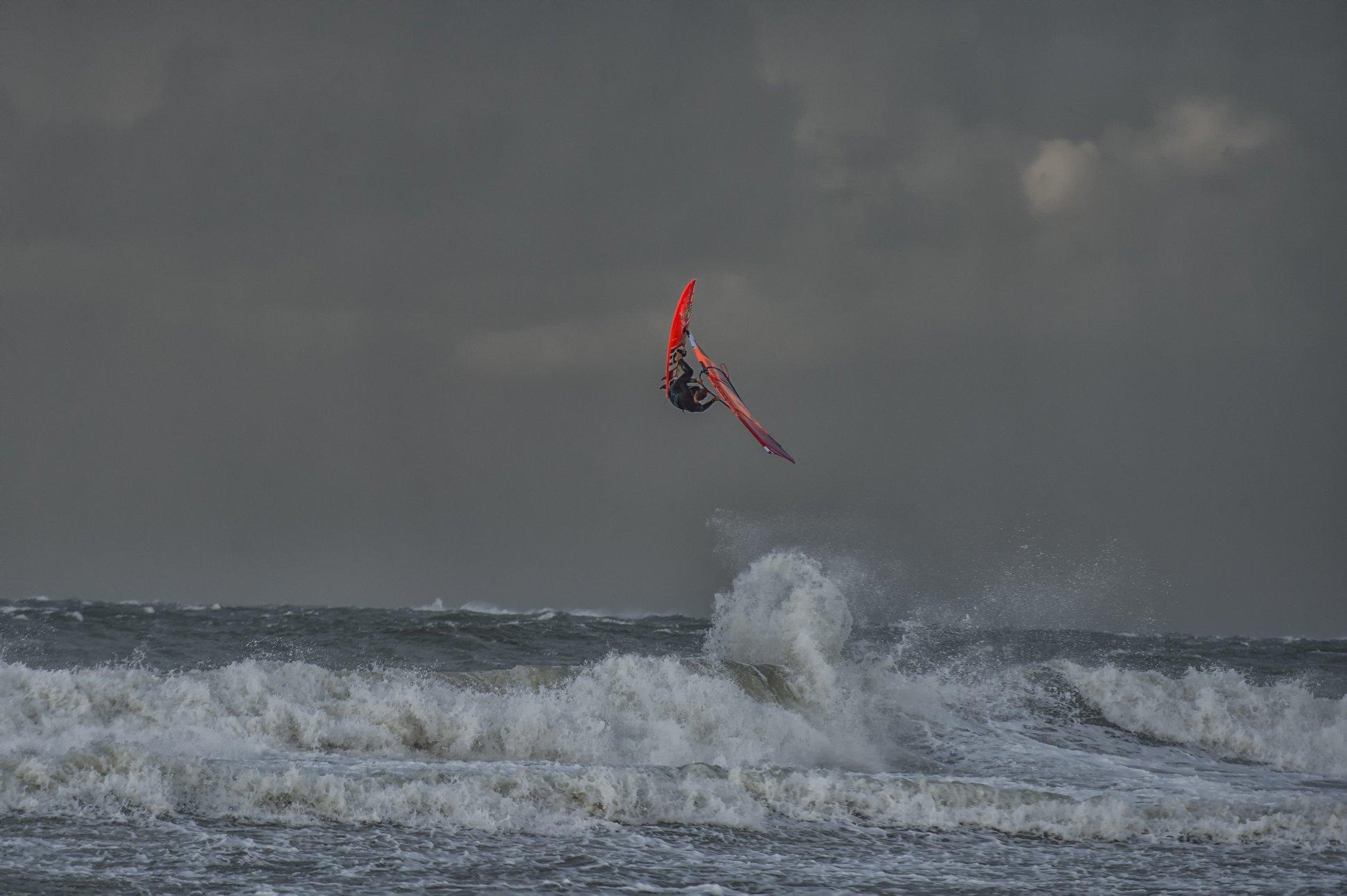 windsurfer sturm wellen