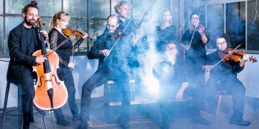 Orchester im Treppenhaus-Foto Moritz Küstner